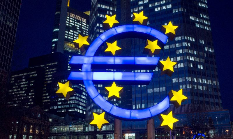 Euro falls 0.5% against dollar on ECB warning |Smart Currency Business