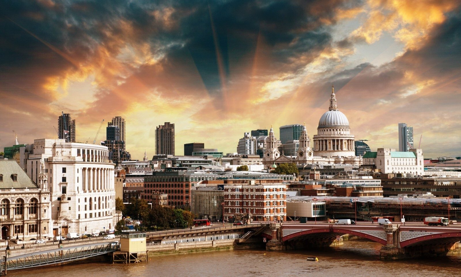 Currency and referendum hit UK property | Smart Currency Business