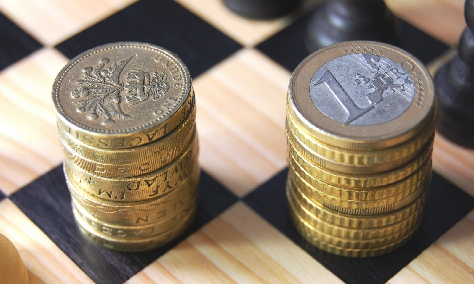 Increasing chances of worst-case Brexit scenario weighing on sterling