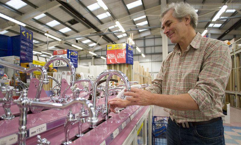 Plumbing giant Wolseley sheds UK jobs | Smart Currency Business