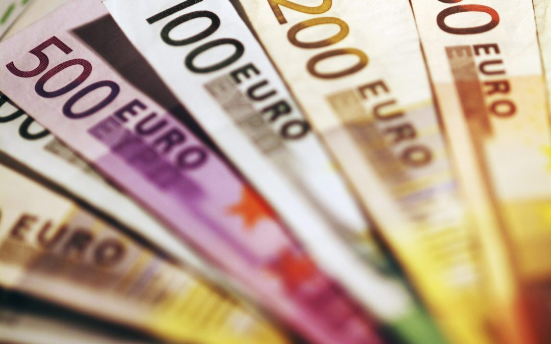 Euro increases gains against sterling and US dollar