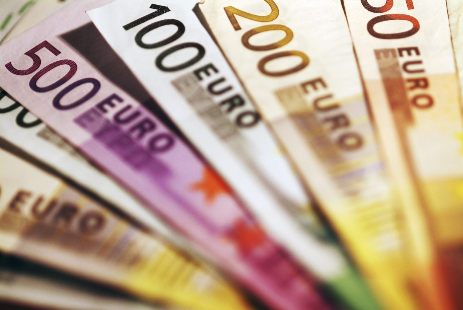 Euro increases gains
