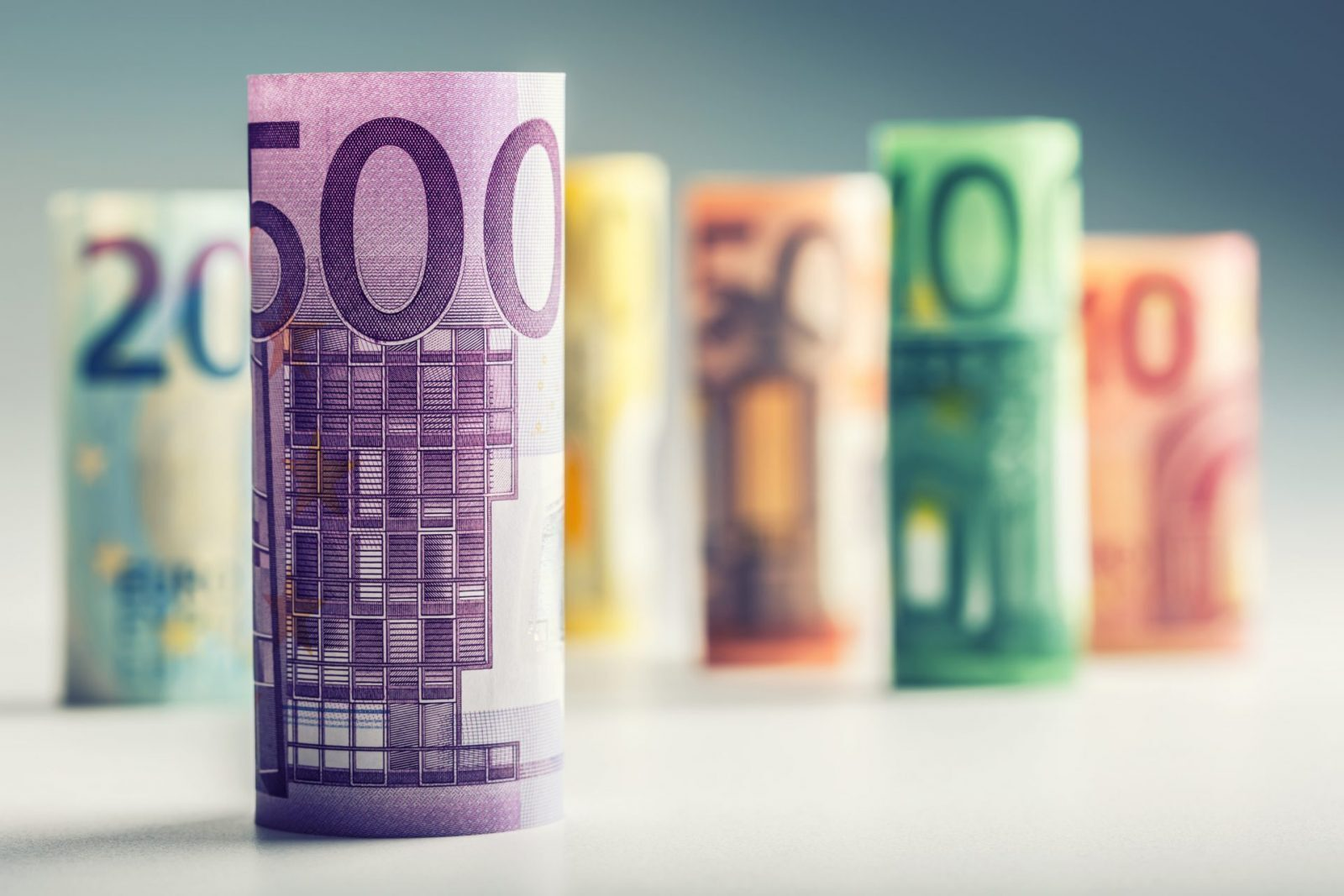 euro makes gains